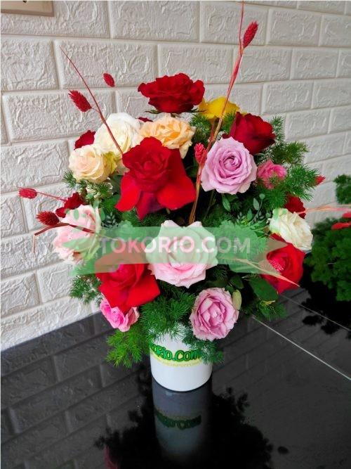 Buket Meja Mawar Merah pink Ungu