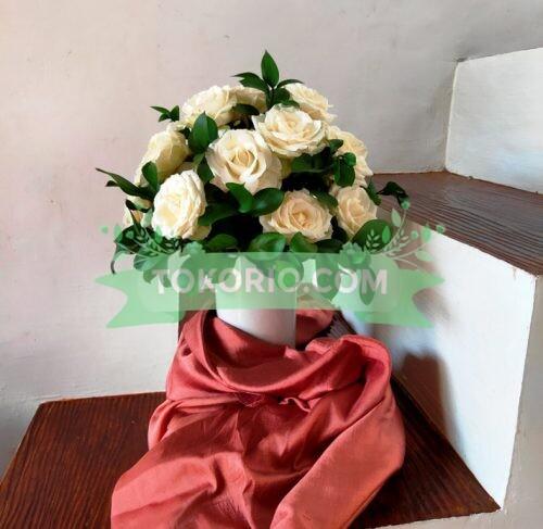 Bunga Meja Ruskus Mawar Putih
